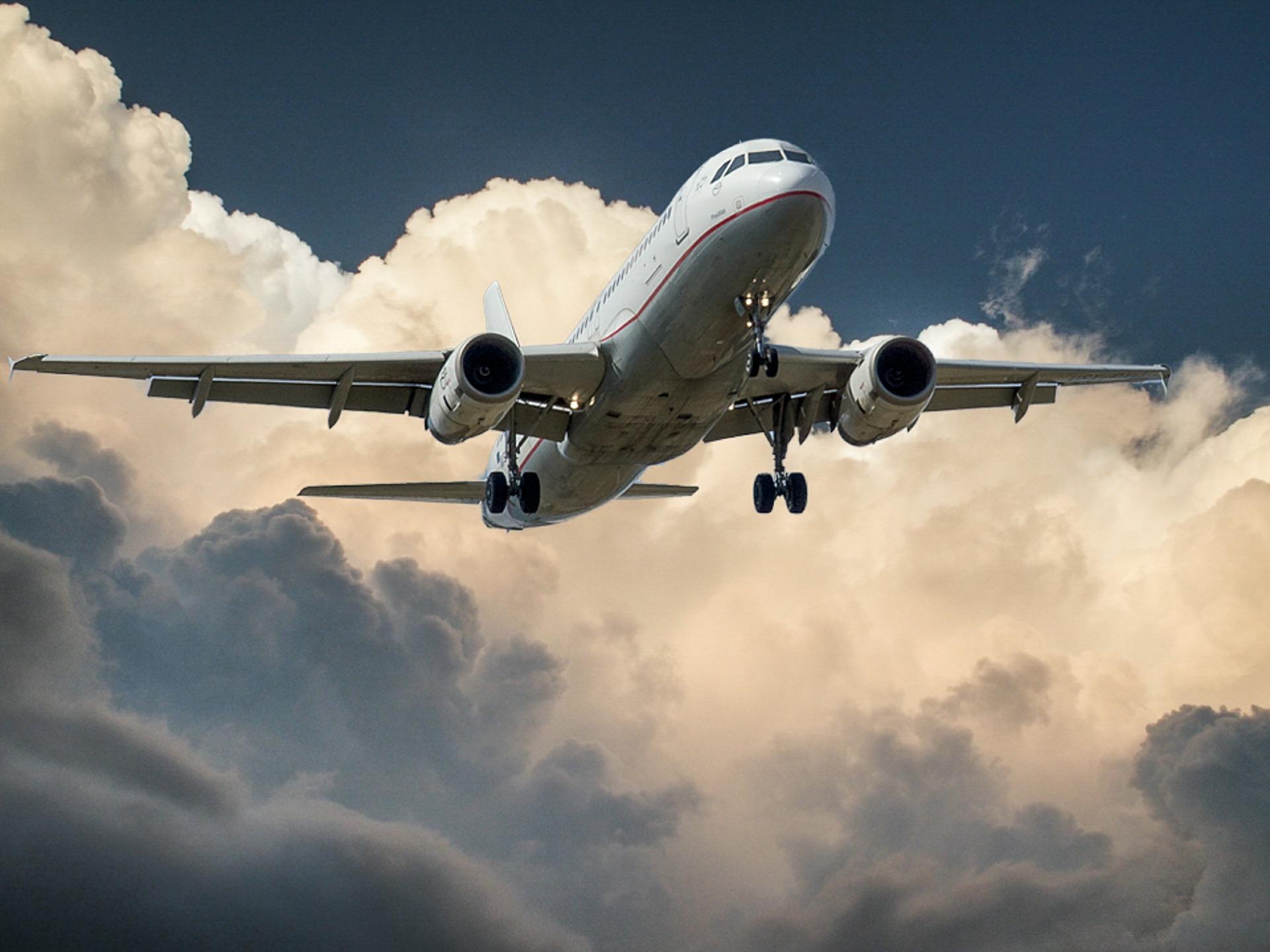 Co łączy PR z lataniem samolotem