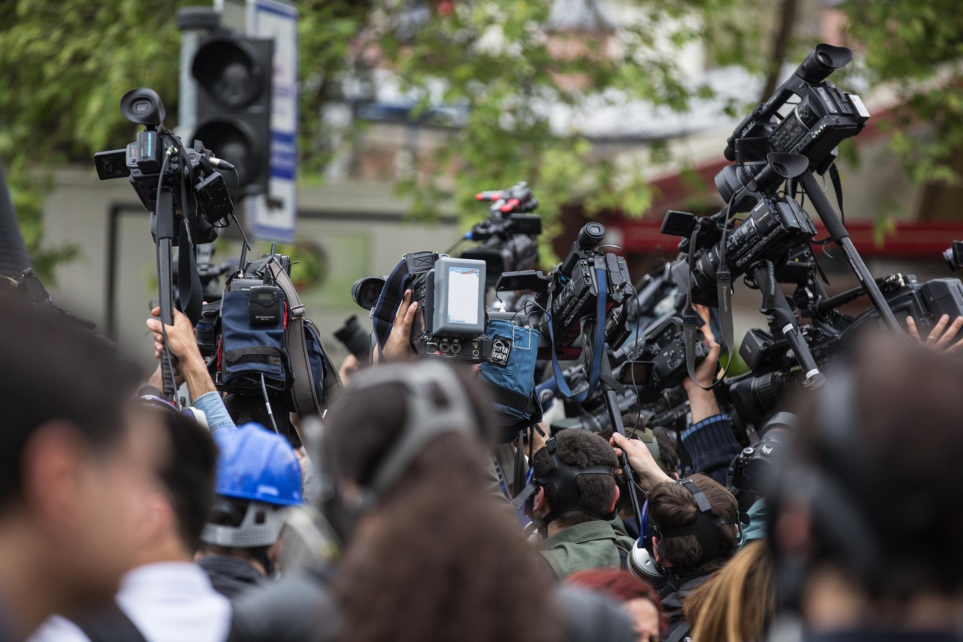 Jak przeżyć nalot mediów